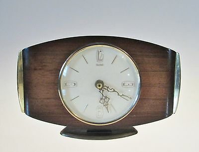 Smiths wooden mantle clock battery powered
