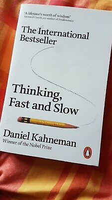 Paperback book 'Thinking fast and slow'