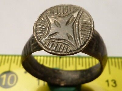 1352Ancient Roman bronze ring with a cross 18mm.