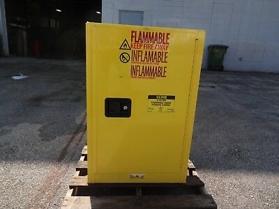 Flammable Safety Storage Cabinet / 12 Gal