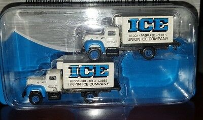 Pack Of 2 Mini Metals 1:160 N Scale 1954 International R-190 Union Ice Co. Truck