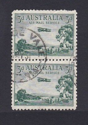 1929 Australia 3d GREEN AIRMAIL -  JOINED VERTICAL PAIR  -  FAULTS