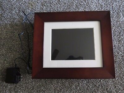 """Phillips Home Essentials 7"""" Digital Photo Frame Brown Wood Frame LCD Panel"""