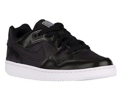 Women's Nike black sneakers tennis shoes Athletic Shoes Size 7 NEW
