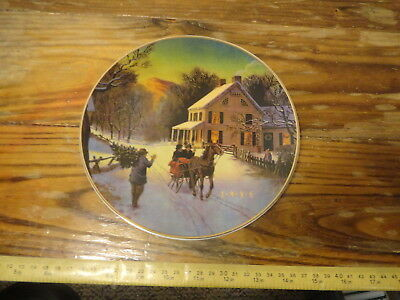 """""""Home for the Holidays"""" 1988 Christmas Plate AVON Porcelain trimmed 22K gold"""