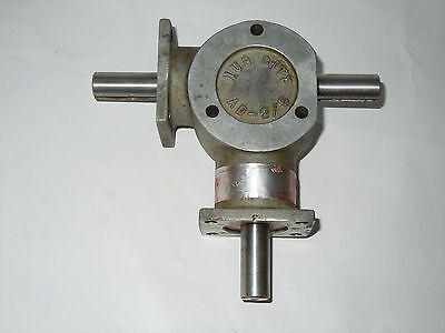 "Hub City AD-2/5 Right Angle Bevel Gear Drive 1:1 Ratio, 5/8"" Shafts, 3 way"