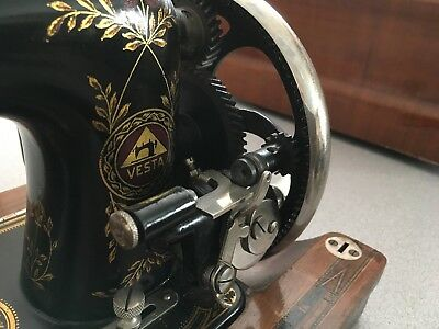 Hand Crank Sewing Machine Vesta gear bobbin wind