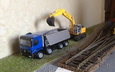 HO Herpa 1/87 scale Mercedes  8x4 tipper