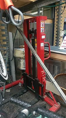 Manual Hydraulic Pallet stacker 1000KG capacity 2.5M lift height