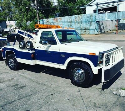 1986 Ford F350 tow truck wrecker