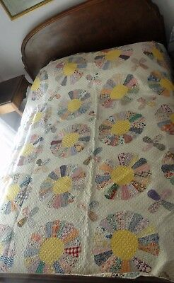 Pretty Feedsacks VTG Hand Pieced/Sewn Dresden plate Quilt 72/87 Tumble Border