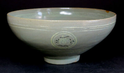 A good CELADON bowl, KOREA, Koryo Dynasty, 13th century