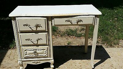 Antique White Style Desk no Chair