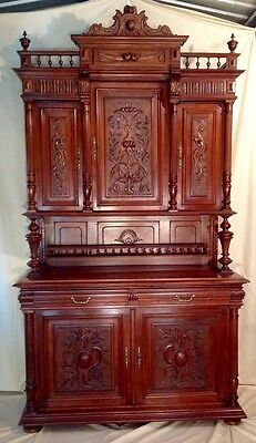 ANTIQUE WALNUT FRENCH STYLE COURT CABINET 19th Century Very good condition