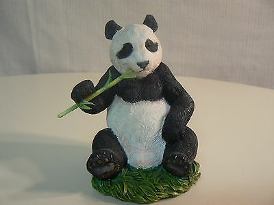 Country Artists GIANT PANDA #CA04941 NEW Resin Figurine - Seated Eating Bamboo