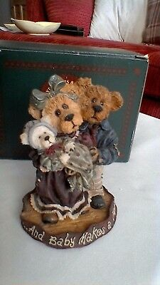 Boyds Bears resin sculpture, Momma & Poppa McNewbear with Baby Bundles