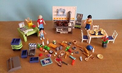 Playmobil kitchen items with figures table chairs and for Table playmobil