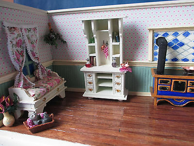 Room Box / Puppenstube / 12th Scale / Inch Scale / Display / Dollhouse /