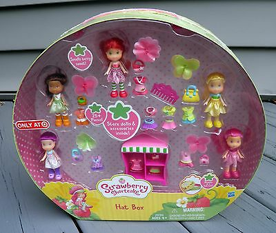 Strawberry Shortcake 2009 Target Exclusive HAT BOX 25+ Pieces 5 Dolls 21170 New