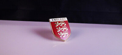 England -  3  Lions   Badge