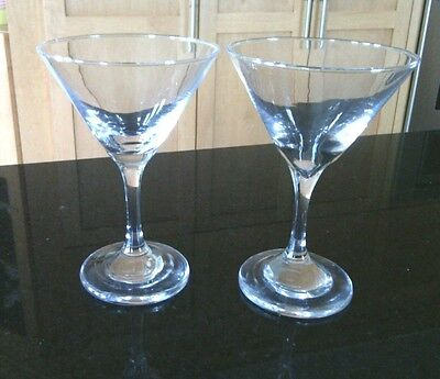 Drink's Cocktail Glasses Well Balance Pair Champagne Sophisticated Clear Glass