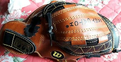 "Wilson EZ Catch R/H A2450 10"" Ball Glove New"