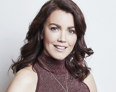Bellamy Young 8x10 Photo 039
