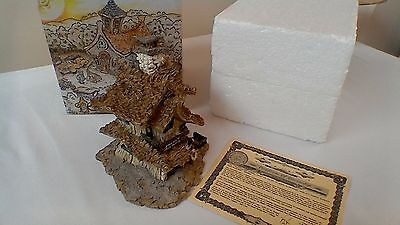 Boyds Bearly Built Villages resin sculpture Bearly Well Clinic (2000)