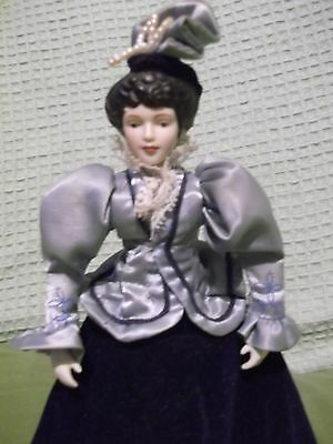 """AVON Porcelain Fashion of America 1987 9"""" Victoria Doll with stand well-detailed"""