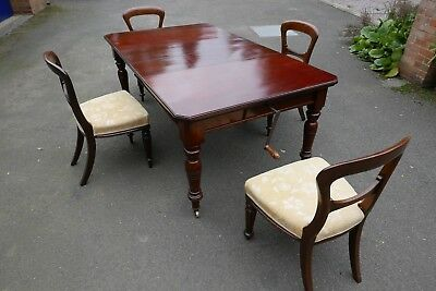 Antique Mahogany Extending Dining Table.