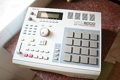 AKAI MPC 2000 + EB16 Effects FX board + 32MB + OUTPUTS + ZIP 250MB SCSI