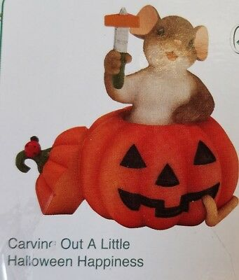 """""""Carving Out A Little Halloween Happiness"""" CHARMING TAILS Enesco Figurine NEW!"""