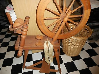 spinning wheel beautiful condition beautiful & heavy wood ,easy to dismantle