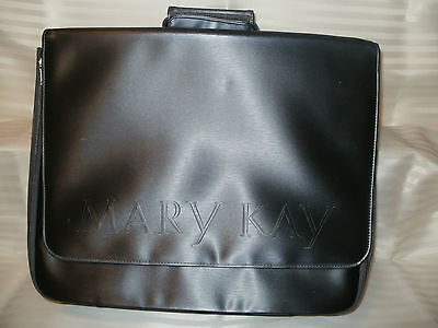 MK*STURDY LG CARRY-ALL BAG*GENTLY USED * shows  little wear. Great for many uses