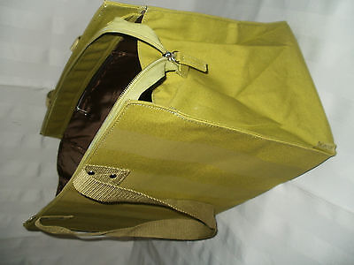 Mary Kay* Lt.ED.CITY CHIC BAG *Striped & with vinyl lining. Smart looking & Dura