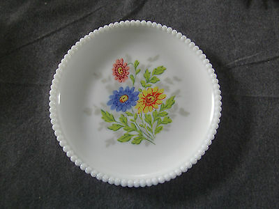 "Vintage Westmoreland Milk Glass Beaded Edge Daisy Floral 7 3/8""plate"