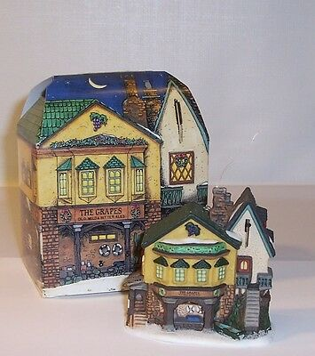 """1996 DEPT 56 Charles Dickens Collectors Christmas Ornament """"THE GRAPES INN"""""""