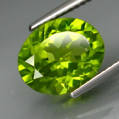 3.73Ct.Ravishing Color! Shimmering Lustrous Natural Green Peridot Pakistan