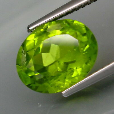 3.88Ct.Ravishing Color! Shimmering Lustrous Natural Green Peridot Pakistan