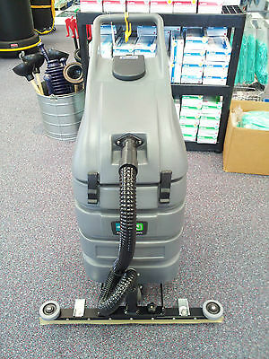 Floor Model Nobles Tennant Electric V-WD-15 Wet Dry Vacuum  with  Front Squeegee