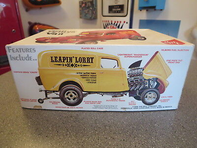 Amt 1933 Willys Van 427 1/25 Model Car Leaping Lorry