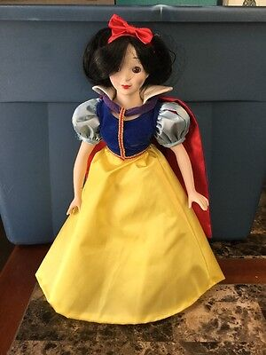 """Vintage 1987 Disney Collection Snow White Porcelain Doll 17"""" Height"""