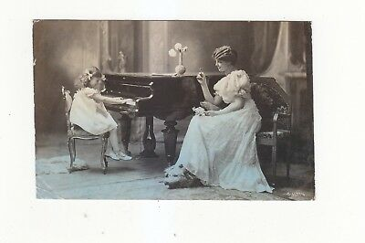 CHARMING POSTCARD OF A MOTHER AND DAUGHTER AT THE PIANO ARISTOPHOT  No 3137-4
