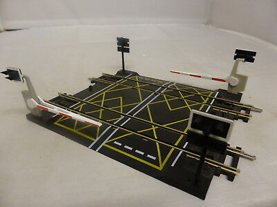 Hornby 00 double track level crossing with barriers VGC