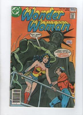 Dc Comic Wonder Woman no 239 Jan 1978 35 c USA