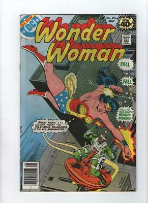 Dc Comic Wonder Woman no 255 May  1979 40c usa