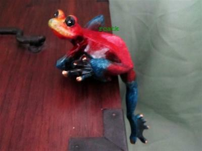 FROG Red Blue Yellow TROPIC CRITTER Golden Pond RESIN Realistic Sculpture