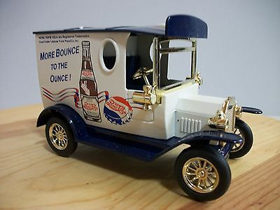 COLLECTABLE 1929 Ford Panel Delivery Truck Bank PEPSI-COLA Golden Wheel WITH KEY