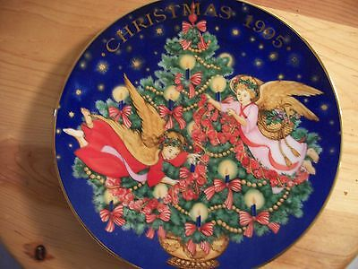 NIB Avon Christmas 1995 Trimming The tree Porcelain Trimmed n 22K Gold Plate