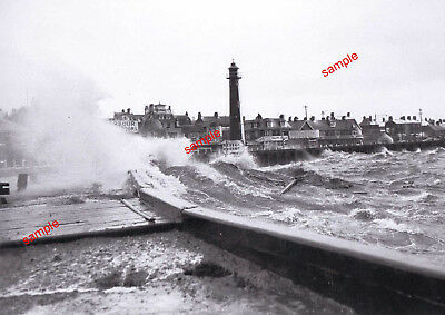 NORFOLK GT YARMOUTH HEAVY SEAS 1970s NORTH PIER WOW WHAT A VIEW==NOT POSTED